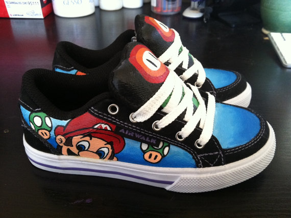 Super Mario Fan Kicks